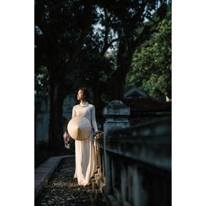 フリー写真, 人物, 女性, アジア人女性, 女性(00251), ベトナム人, ノンラー, 目を閉じる, 人と風景