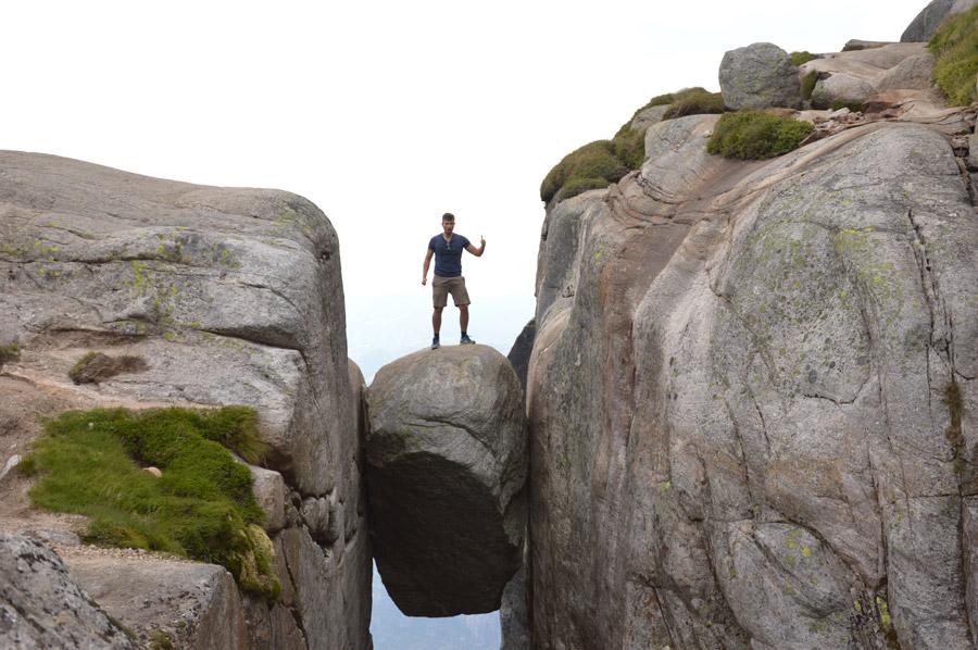フリー写真 シェラーグボルテンの上に立つ男性