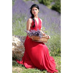 フリー写真, 人物, 女性, 外国人女性, ルーマニア人, 女性(00241), ドレス, 座る(石), 人と花, ラベンダー, 花畑, 籠(バスケット)