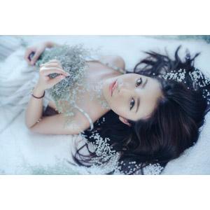 フリー写真, 人物, 女性, アジア人女性, ベトナム人, 雪, 仰向け, 寝転ぶ, 女性(00255)