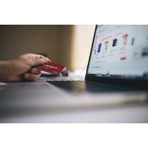 フリー写真, 家電機器, パソコン(PC), ノートパソコン, インターネット, ネットショッピング, 買い物(ショッピング), クレジットカード, 手