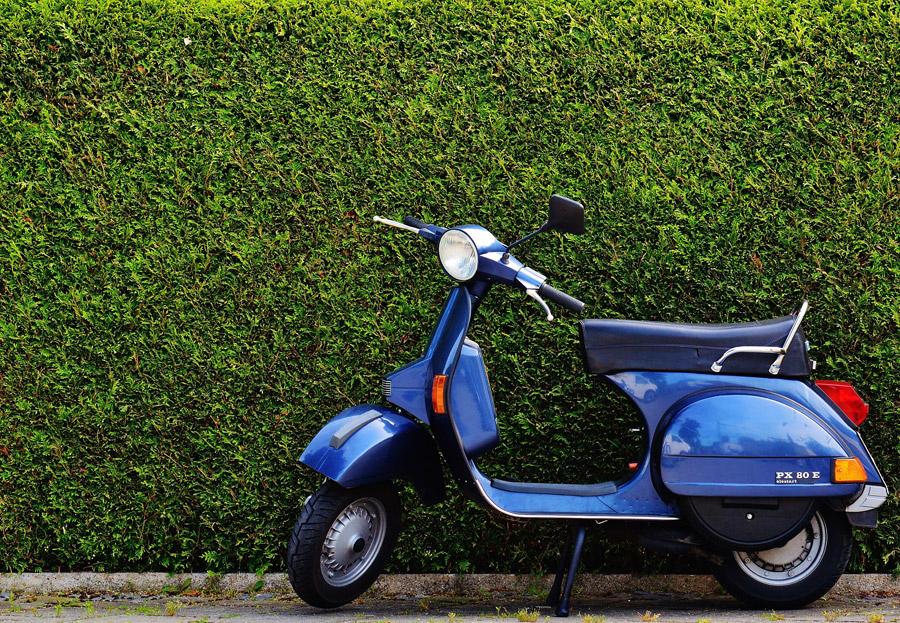 フリー写真 ベスパPX80Eのスクーター