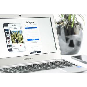 フリー写真, 家電機器, パソコン(PC), ノートパソコン, Instagram, サムスン電子