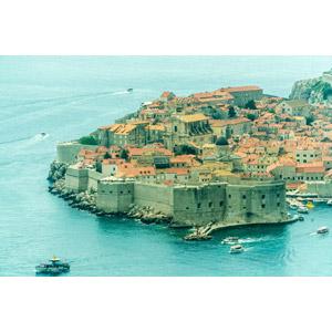 フリー写真, 風景, 建造物, 建築物, 旧市街, 街並み(町並み), 港, 城壁, 海, 世界遺産, クロアチアの風景, ドゥブロヴニク