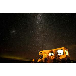 フリー写真, 風景, 夜, 夜空, 星(スター), 天の川, 乗り物, 自動車, キャンピングカー, ニュージーランドの風景