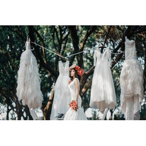 フリー写真, 人物, 女性, アジア人女性, ベトナム人, ウェディングドレス, 結婚式(ブライダル), ブーケ, 花冠, 人と風景
