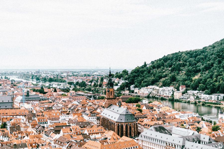 フリー写真 聖霊教会とハイデルベルク旧市街の風景