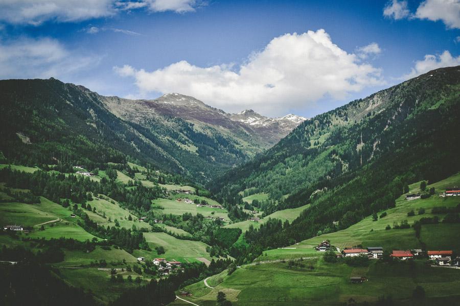 フリー写真 オーストリアの山と田舎の風景