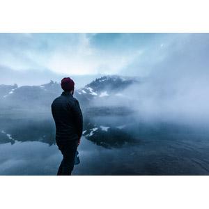 フリー写真, 風景, 山, 湖, 霧(霞), 人と風景, 男性, 後ろ姿, 眺める, オリンピック国立公園, 世界遺産, アメリカの風景, ワシントン州