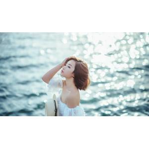 フリー写真, 人物, 女性, アジア人女性, 女性(00201), ベトナム人, ショートヘア, 人と風景, 海, 髪をかき上げる