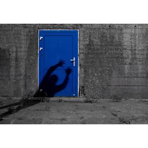 フリー写真, 風景, 扉(ドア), 影, 人と風景