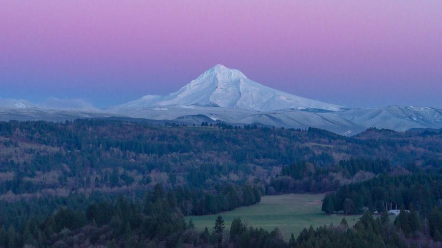 フリー写真 夕暮れのフッド山の風景