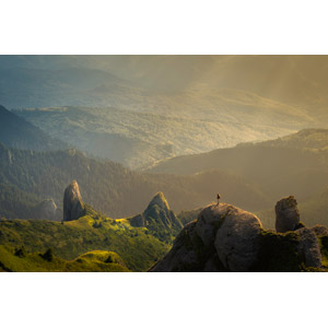フリー写真, 風景, 山, 岩山, 太陽光(日光), 薄明光線, 人と風景, 登山, ルーマニアの風景