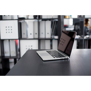 フリー写真, 風景, オフィス, ビジネス, オフィスデスク, 家電機器, パソコン(PC), ノートパソコン, アップル(Apple), MacBook Pro