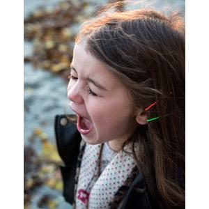 フリー写真, 人物, 子供, 女の子, 外国の女の子, 叫ぶ, 目を閉じる, 欠伸(あくび)