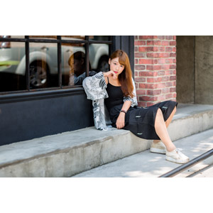 フリー写真, 人物, 女性, アジア人女性, 女性(00271), 中国人, 座る(地面)