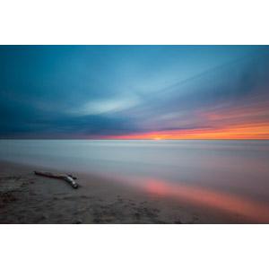 フリー写真, 風景, 自然, 海, ビーチ(砂浜), 流木, 夕暮れ(夕方), 夕焼け, カナダの風景