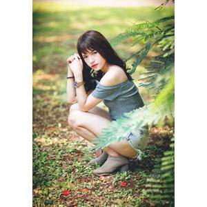 フリー写真, 人物, 女性, アジア人女性, 女性(00269), 中国人, ショートパンツ, しゃがむ