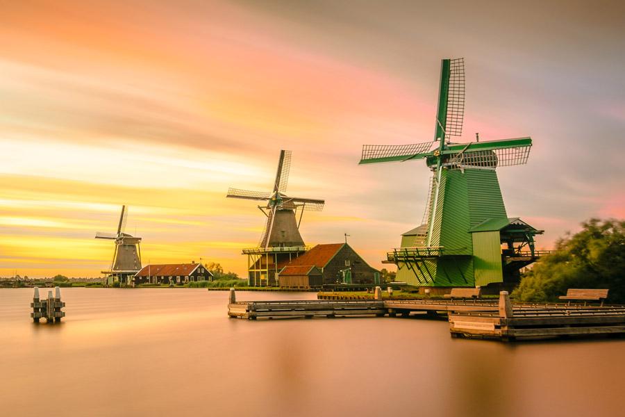 フリー写真 オランダの夕陽と風車の風景