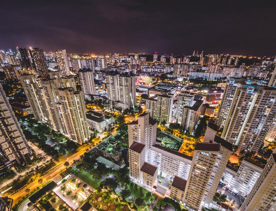 フリー写真 マンションが建ち並ぶシンガポールの夜景