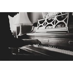 フリー写真, 人物, 男性, 音楽, 楽器, 鍵盤楽器, ピアノ, 演奏する, モノクロ