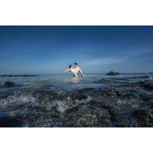フリー写真, 人物, カップル, 恋人, 愛(ラブ), お姫様抱っこ, 二人, 人と風景, 海水浴, 海