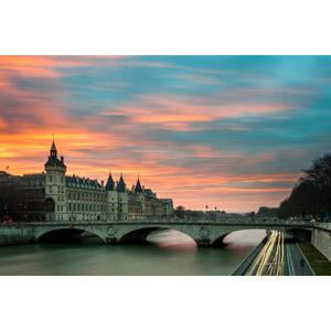 フリー写真, 風景, 建造物, 建築物, 橋, シャンジュ橋, 河川, セーヌ川, コンシェルジュリー, 牢屋(牢獄), 世界遺産, 夕暮れ(夕方), 夕焼け, フランスの風景, パリ