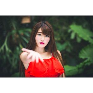 フリー写真, 人物, 女性, アジア人女性, 欣欣(00001), 中国人, 差し出す, 手を伸ばす, 要求(催促), ちょうだい