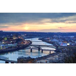 フリー写真, 風景, 建造物, 建築物, 街並み(町並み), 河川, 橋, 朝日, 朝, アメリカの風景, ペンシルベニア州