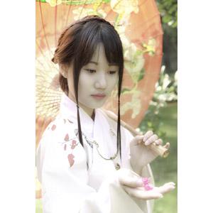 フリー写真, 人物, 女性, アジア人女性, 中国人, 漢服, 傘, 人と花