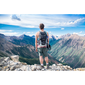 フリー写真, 人物, 男性, 外国人男性, 後ろ姿, 眺める, バックパック, 山, 登山, 人と風景