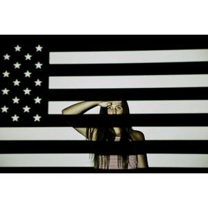 フリー写真, 人物, 女性, 外国人女性, アメリカ人, 敬礼, アメリカの国旗(星条旗)