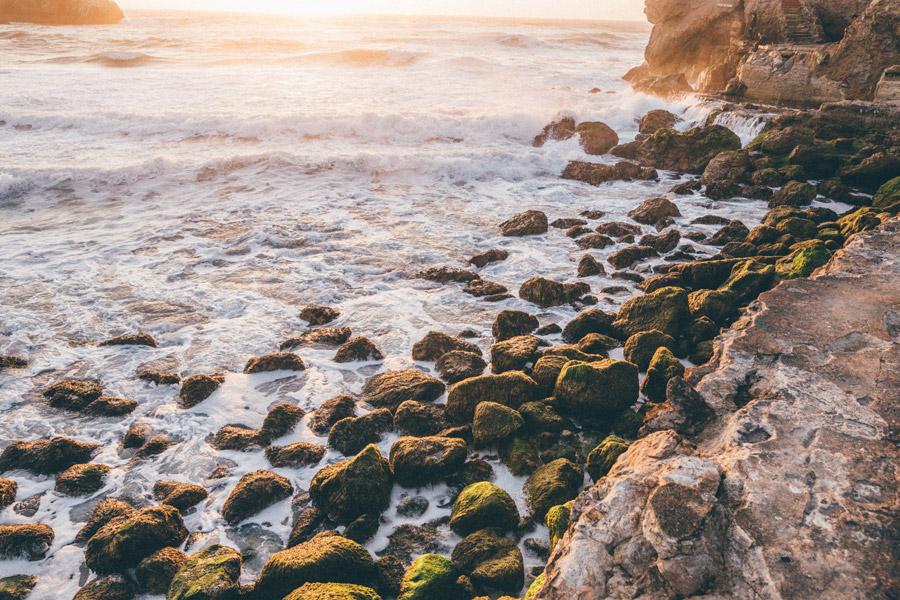 フリー写真 海と岩の海岸風景