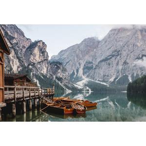 フリー写真, 風景, 山, アルプス山脈, ドロミテ(ドロミーティ), 岩山, イタリアの風景, 湖, 乗り物, 船, 手漕ぎボート