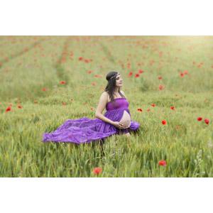フリー写真, 人物, 女性, 外国人女性, 妊娠, ドレス, 人と風景, 畑, 麦(ムギ), 人と花, ヒナゲシ(ポピー), 赤色の花, 作物, 穀物, 花冠