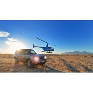 フリー写真, 乗り物, 自動車, ランドローバー, ランドローバー・レンジローバー, SUV, 航空機, ヘリコプター, 太陽光(日光)