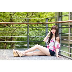 フリー写真, 人物, 女性, アジア人女性, 嚴琪琪(00273), 中国人, 座る(地面), ショートパンツ