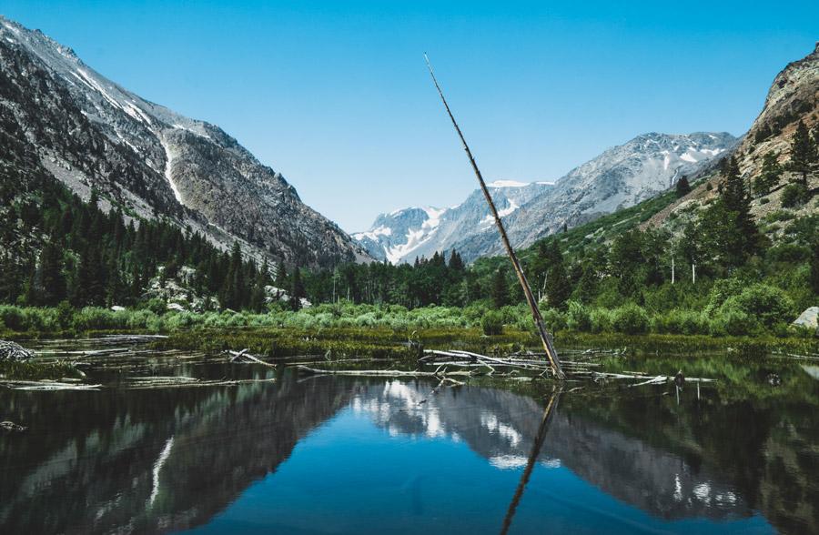フリー写真 ランディー・キャニオンと池の風景