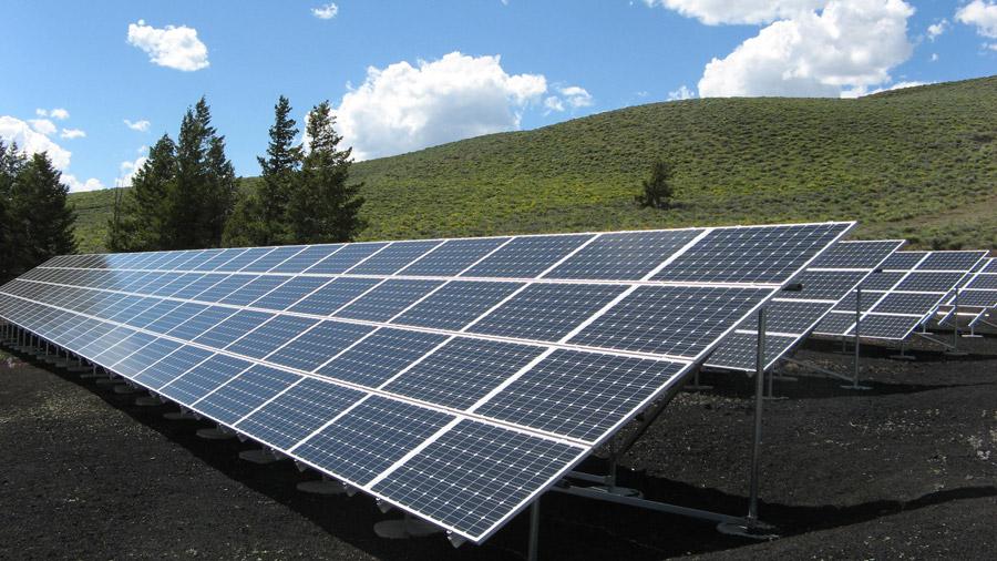 フリー写真 50KWの太陽光発電所の風景