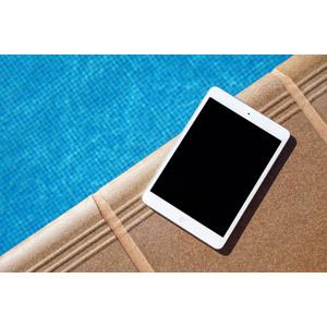フリー写真, 家電機器, パソコン(PC), タブレットPC, iPad, アップル(Apple), プールサイド