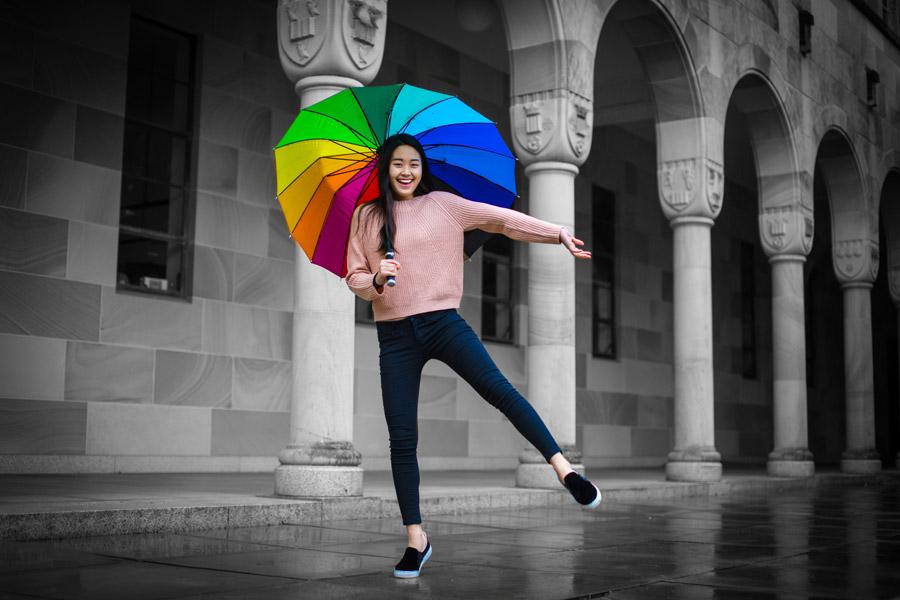 フリー写真 カラフルな傘を差す女性