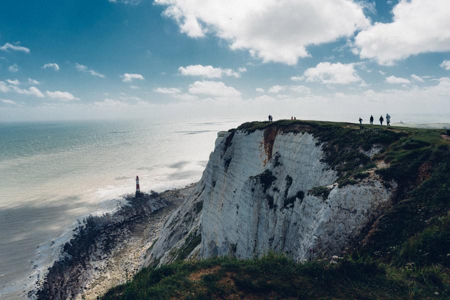 フリー写真 海岸の崖と灯台と海の風景