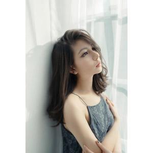 フリー写真, 人物, 女性, アジア人女性, ベトナム人, 女性(00280), 窓辺, 腕を抱える