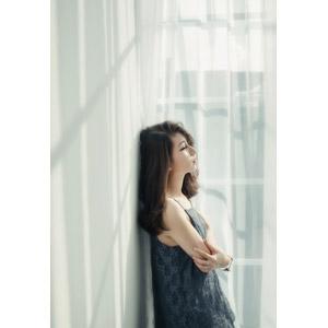 フリー写真, 人物, 女性, アジア人女性, ベトナム人, 女性(00280), 窓辺, 腕を抱える, 横顔