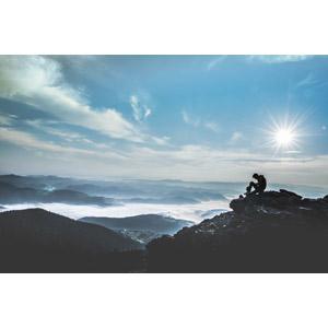 フリー写真, 風景, 山, 雲海, 雲, 太陽光(日光), 人と風景, シルエット(人物), 登山