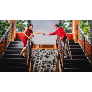 フリー写真, 人物, カップル, 恋人, 二人, 手をつなぐ, 階段, 人と風景, ドミニカ人
